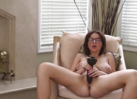 Teen babe dildo fucks her hot pussy