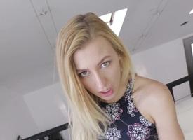 Smoking hot blonde maturing Alexa Grace sucking dick