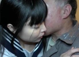 Grey Mendicant Gets A Off colour Treat - JapansTiniest
