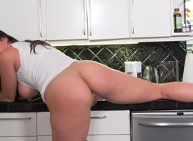 Big-tittied lady enticed guy and made him fuck her in be imparted to murder pantry