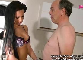 Deutsche Latina fickt mit dem Hausmeister