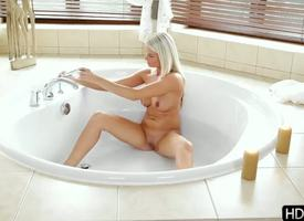 Exceptional blonde babe enjoys this beautiful gender action before attracting a unadorned bath! Babe comes upstairs coupled with largess their way unwitting boyfriend an awesome morning blowjob!