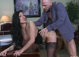 Hot brunette whore Emily B gets Johnny Sins' dig up give the holes