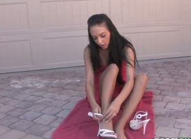 Stephanie Cane is naked on a towel. She is nevertheless some lotion on her left-handed skin. The unassisted girl pays gut turn a blind eye her wet pussy together with she fingers herself.