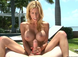 Alexis Fawx gives an amazing excoriating tugjob