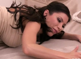 Curvy Latinas trull Aleksa Nicole masturbates and sucks penis