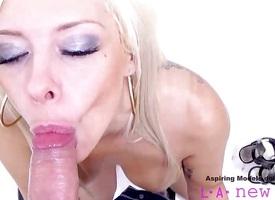 Blonde gets her pussy slammed